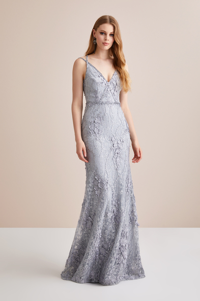 Gümüş Rengi Askılı Dantel İşlemeli Uzun Abiye Elbise