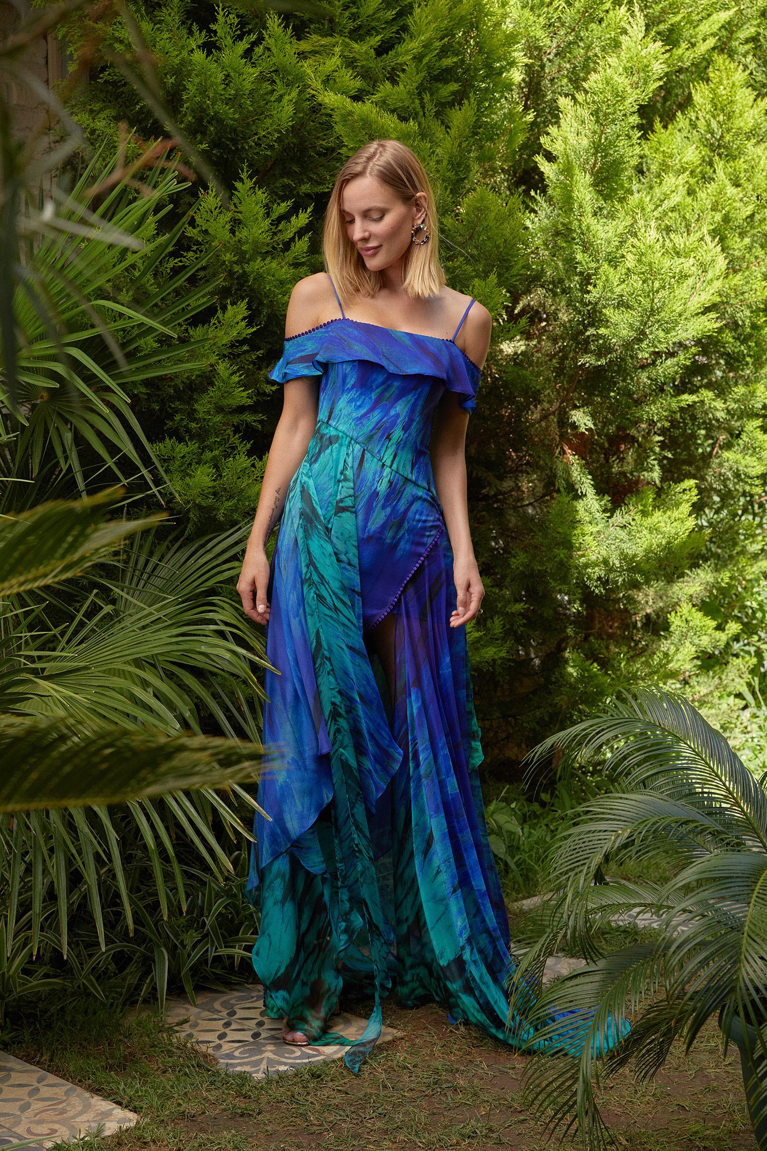 Batik Mavi Düşük Omuzlu Uzun Şifon Elbise - Thumbnail