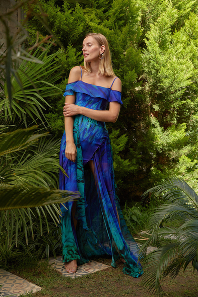 Alfa Beta - Batik Mavi Düşük Omuzlu Uzun Şifon Elbise