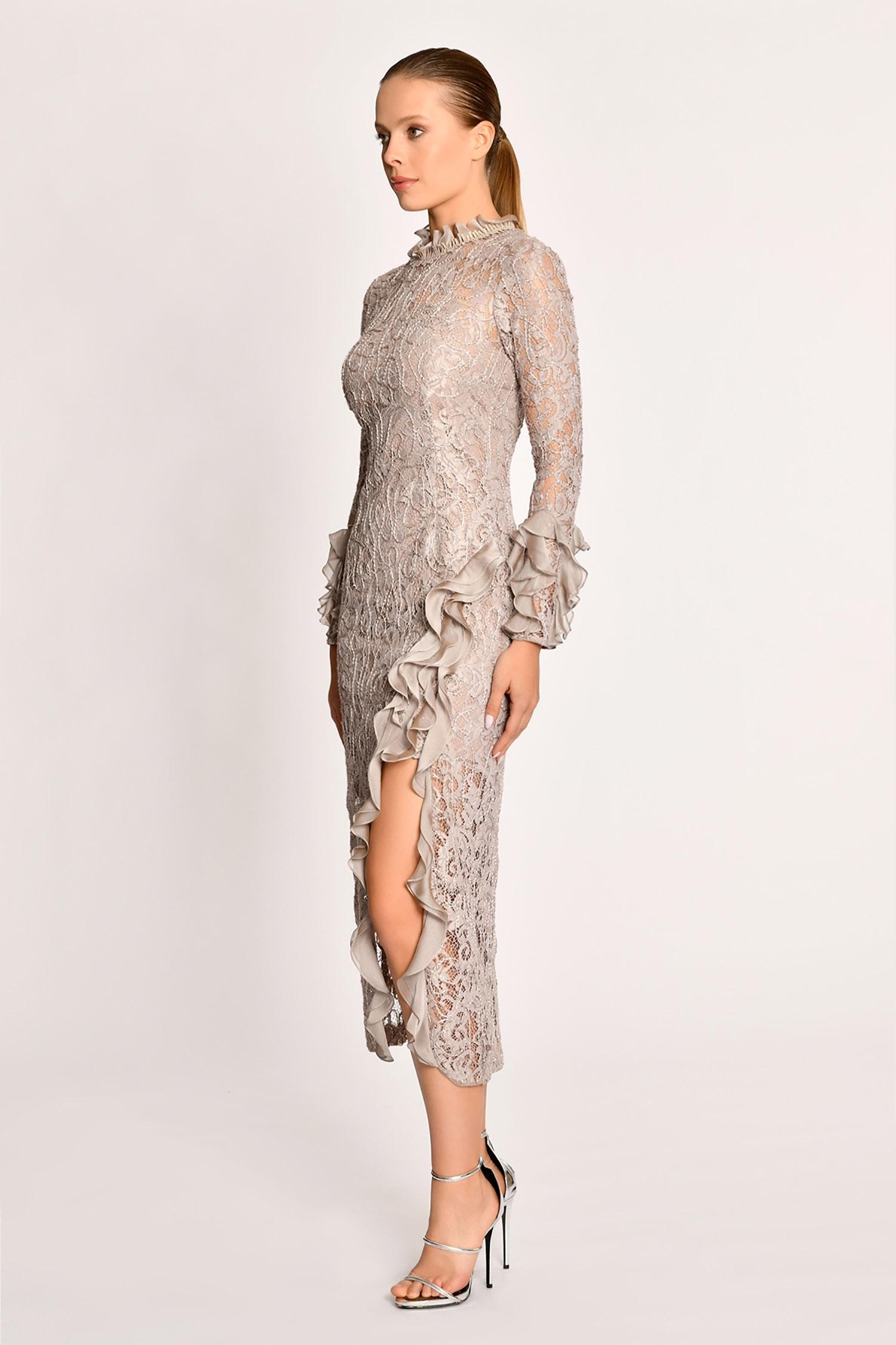 Bej Dantel İşlemeli Uzun Kollu Yırtmaçlı Midi Boy Elbise - Thumbnail