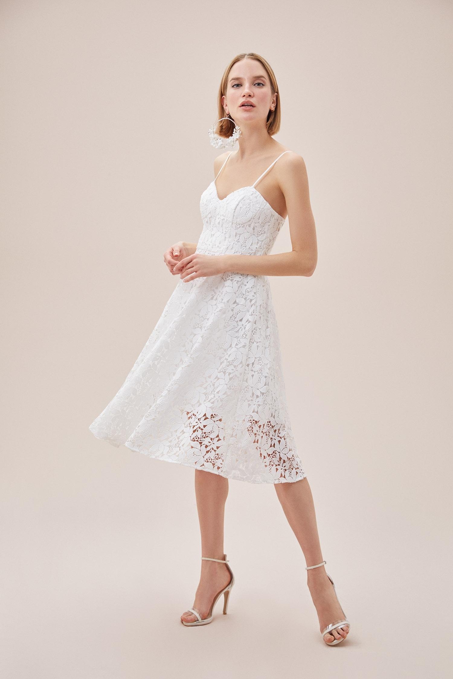 Beyaz Dantel İşlemeli İnce Askılı Kalp Yaka Nikah Elbisesi - Thumbnail
