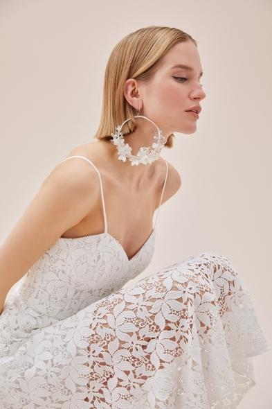 VC by Viola Chan - Beyaz Dantel İşlemeli İnce Askılı Kalp Yaka Nikah Elbisesi