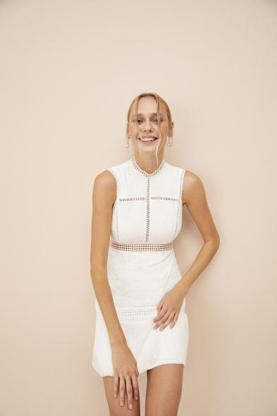 OLEG CASSINI TR - Beyaz Dantel İşlemeli Yüksek Yaka Kısa Nikah Elbisesi