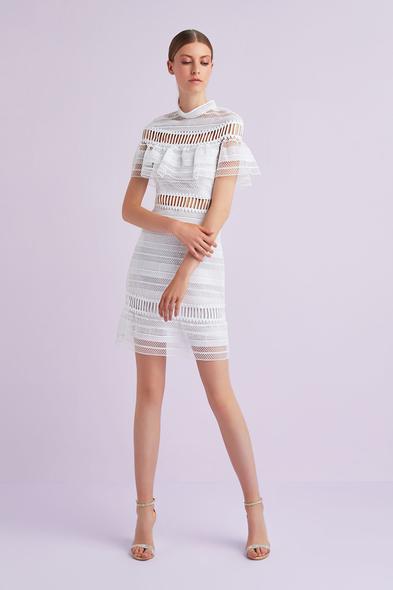 Beyaz Kısa Kollu Dantel İşlemeli Kısa Büyük Beden Nikah Elbisesi - Oleg Cassini