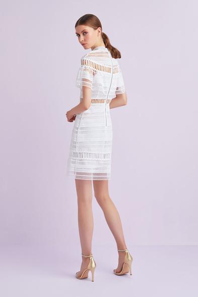 Beyaz Kısa Kollu Dantel İşlemeli Kısa Nikah Elbisesi