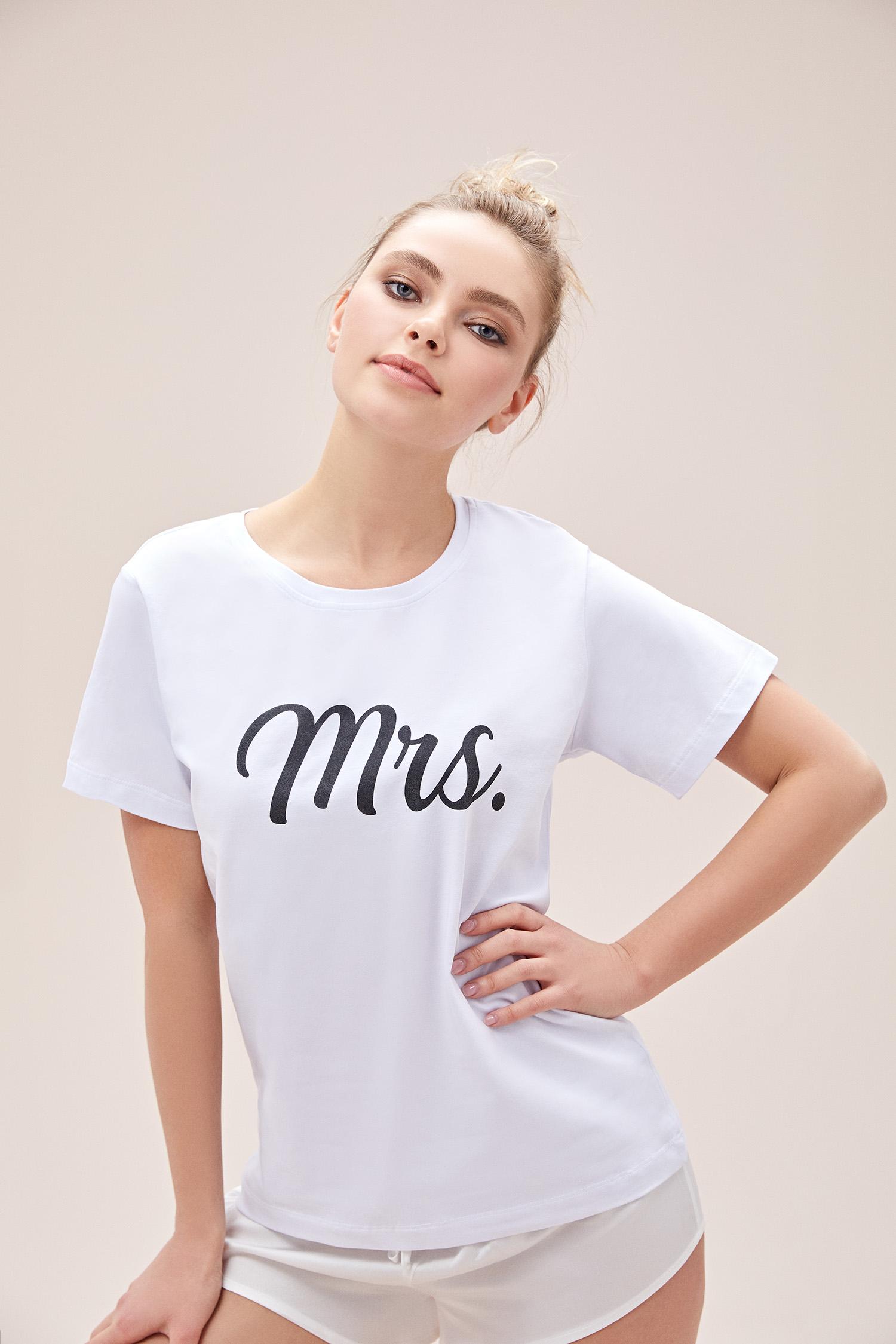 Beyaz Mrs. T-shirt