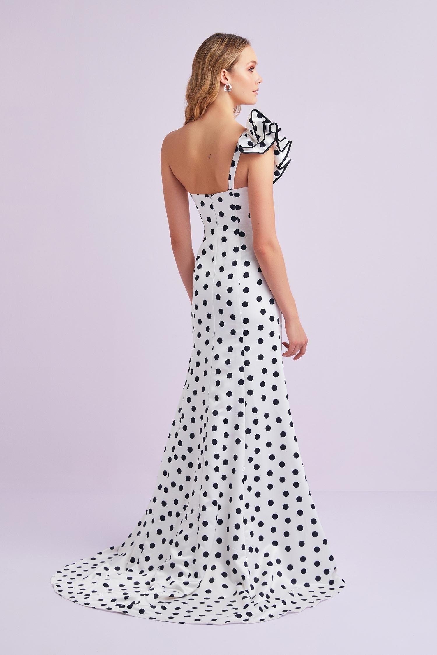 Beyaz Öpücük Yaka Tek Omuz Puantiyeli Saten Uzun Elbise - Thumbnail