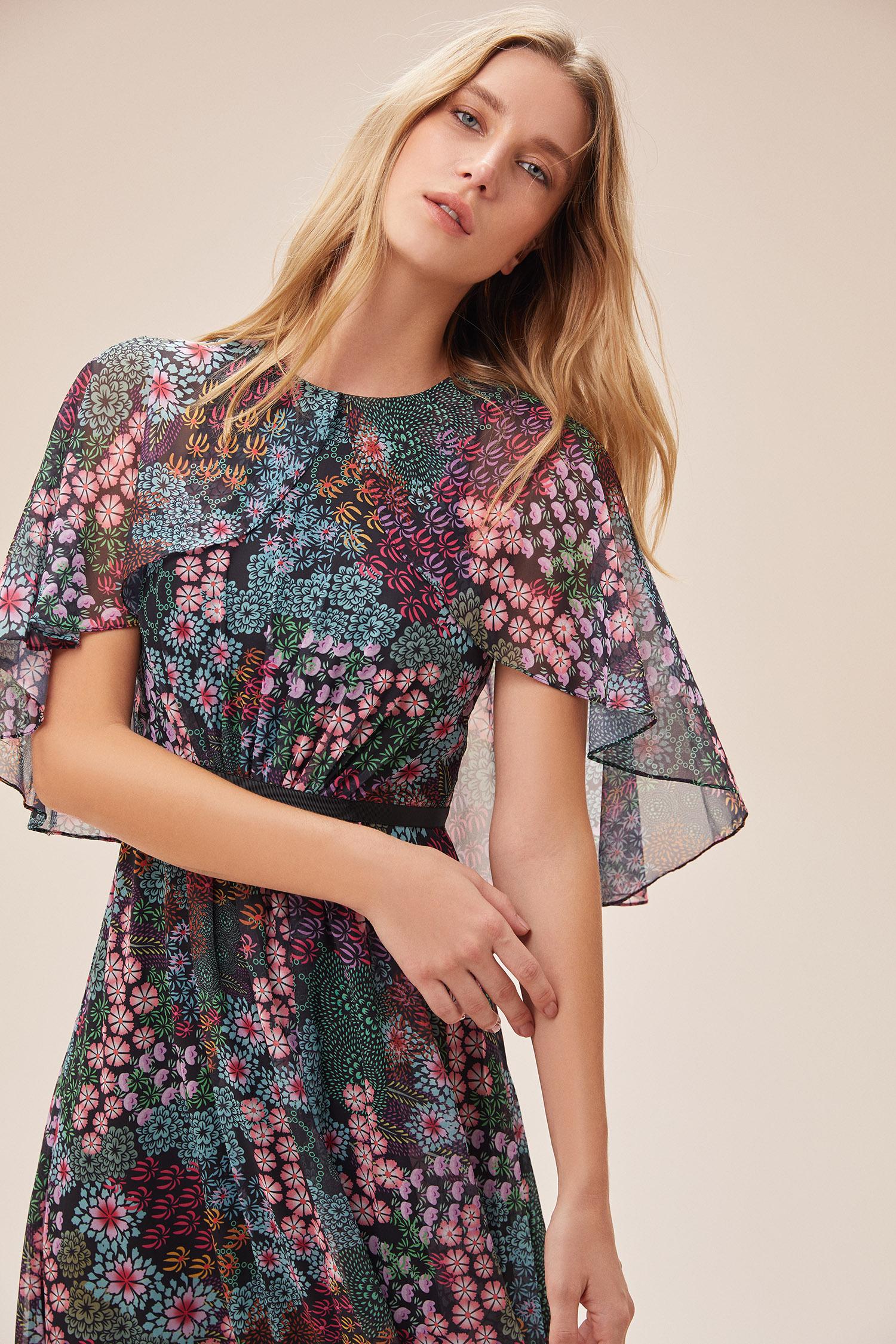 Çiçek Desenli Pelerin Detaylı Kuşaklı Uzun Şifon Elbise - Thumbnail