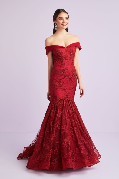 Viola Chan - Dantel İşlemeli Kayık Yaka Şarap Kırmızısı Abiye Elbise