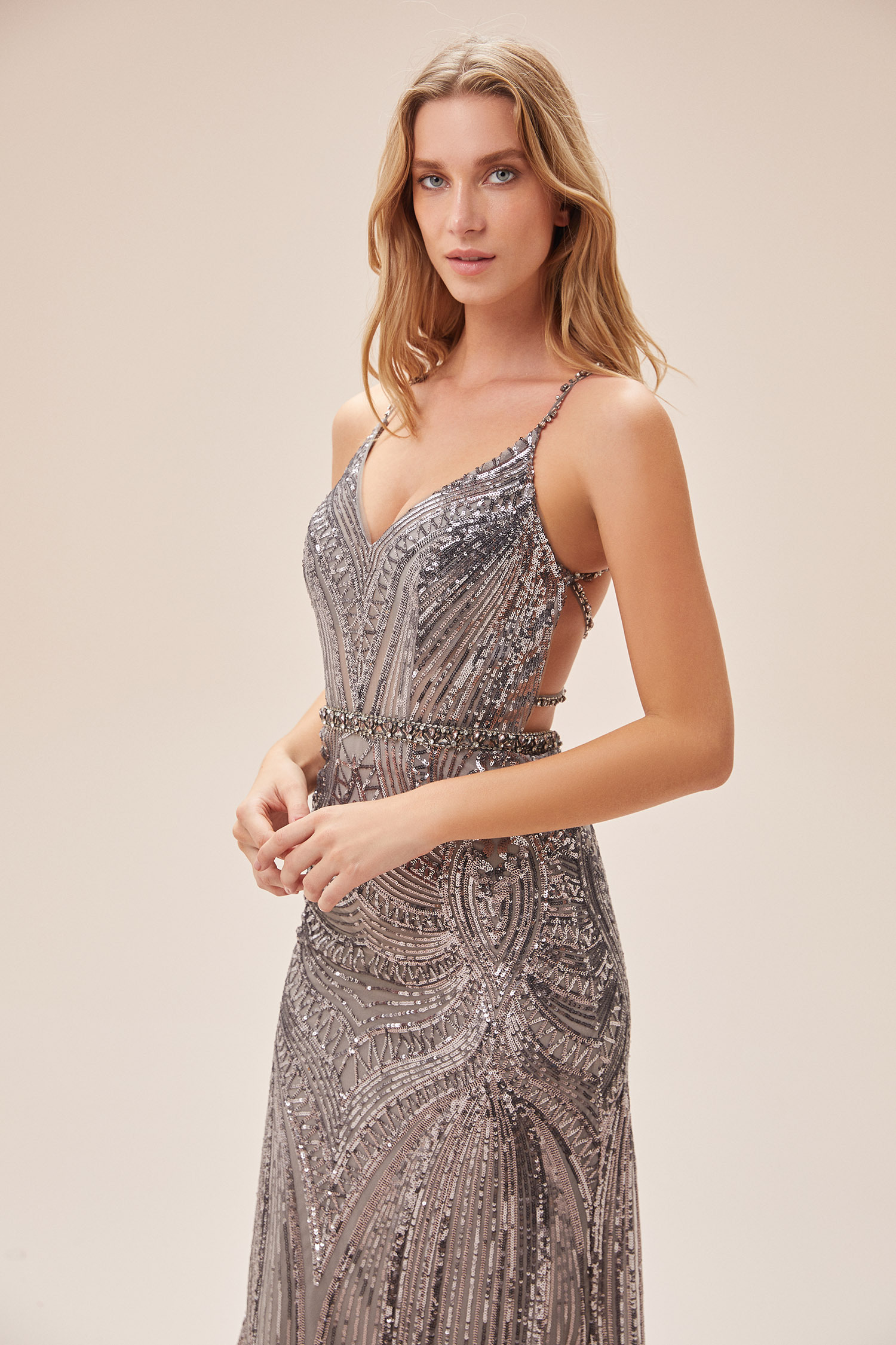 Gri Payet İşlemeli İnce Askılı Sırt Dekolteli Uzun Elbise - Thumbnail
