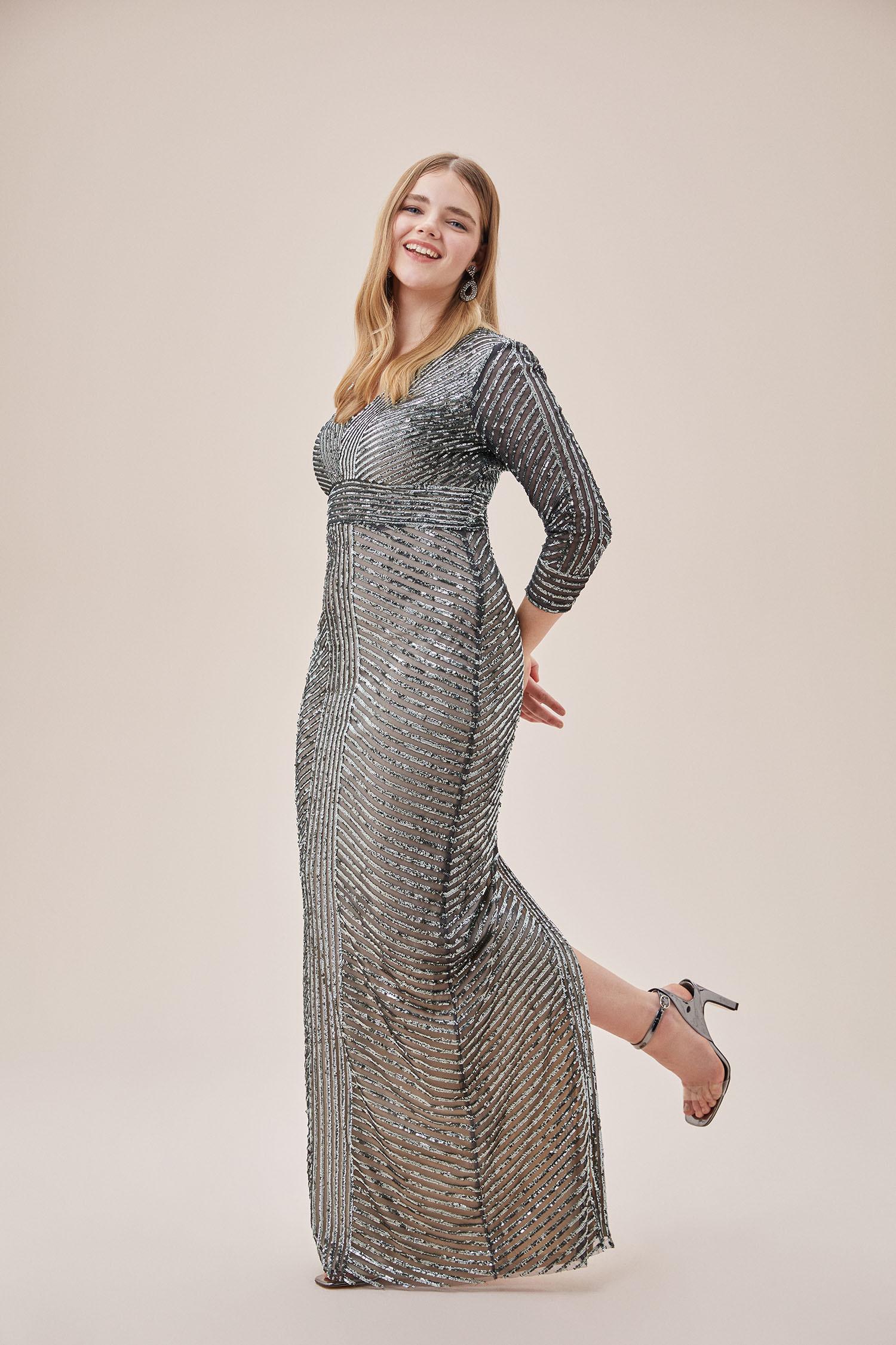 Gri Payet İşlemeli Uzun Kollu Arka Yırtmaçlı Uzun Büyük Beden Elbise - Thumbnail