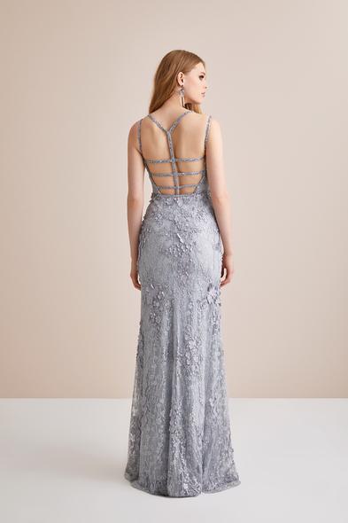 Viola Chan - 3 Boyutlu Gümüş Rengi Dantel İşlemeli Uzun Abiye Elbise (1)