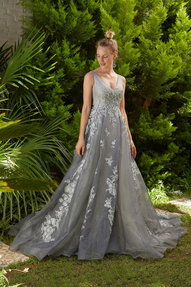 Viola Chan Premium - Gümüş Rengi V Yaka Kolsuz Çiçek İşlemeli A Kesim Uzun Abiye Elbise
