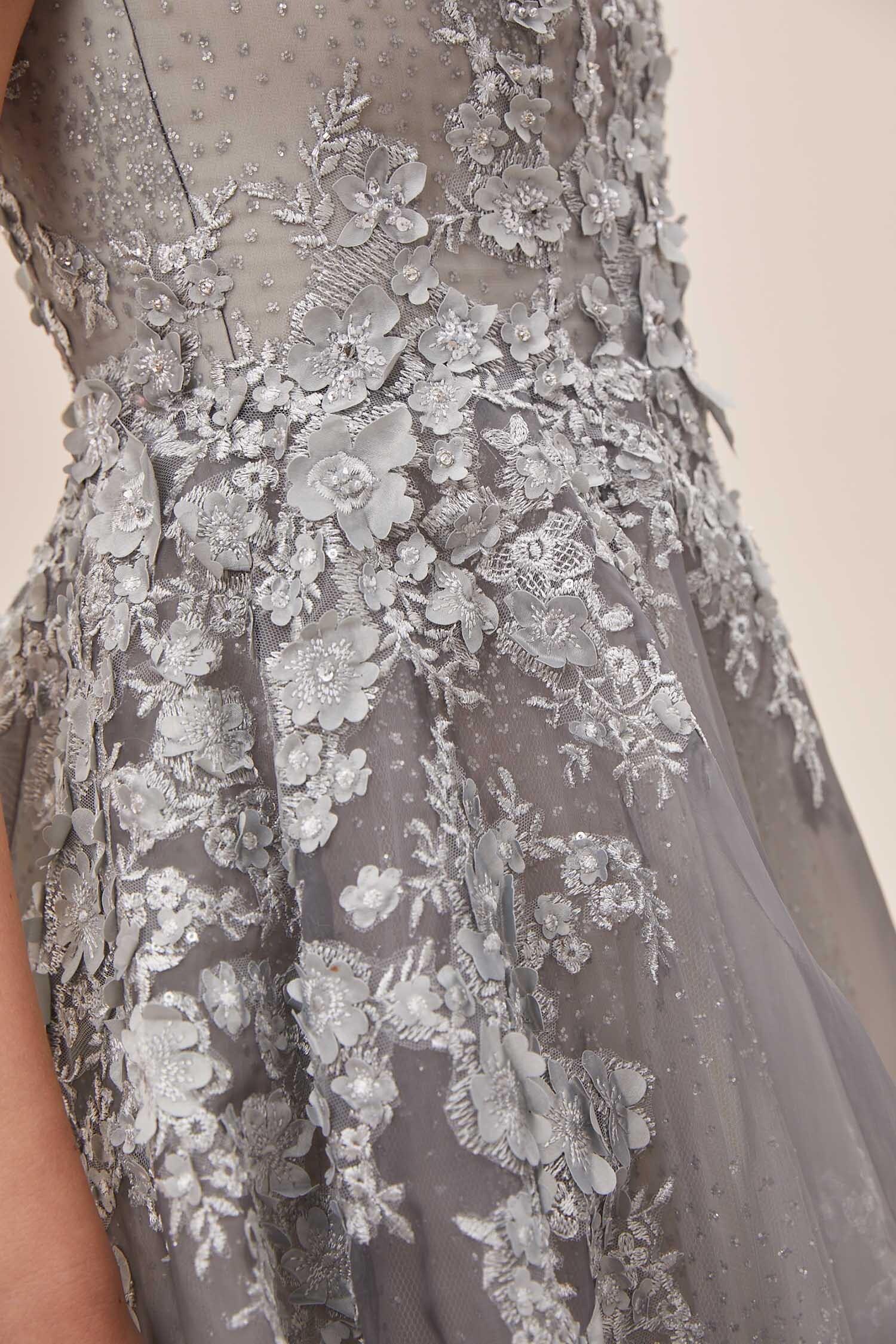 Gümüş Rengi V Yaka Kolsuz Çiçek İşlemeli A Kesim Uzun Abiye Elbise - Thumbnail