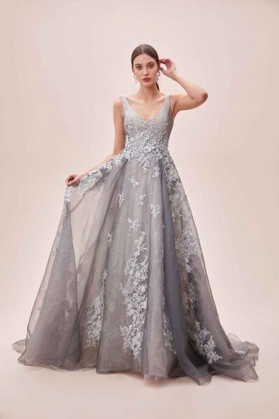 Viola Chan Premium - Gümüş Rengi V Yaka Dantel İşlemeli Uzun Büyük Beden Abiye Elbise