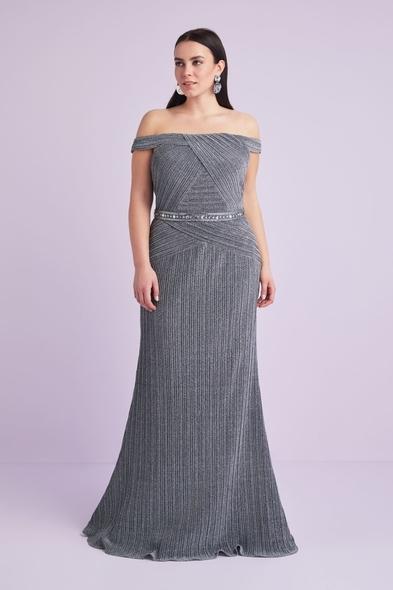 Viola Chan - Gümüş Renk Kayık Yaka Payet İşlemeli Büyük Beden Abiye Elbise