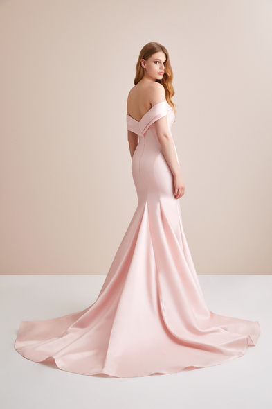 Viola Chan - Kayık Yaka Toz Pembe Saten Uzun Abiye Elbise (1)