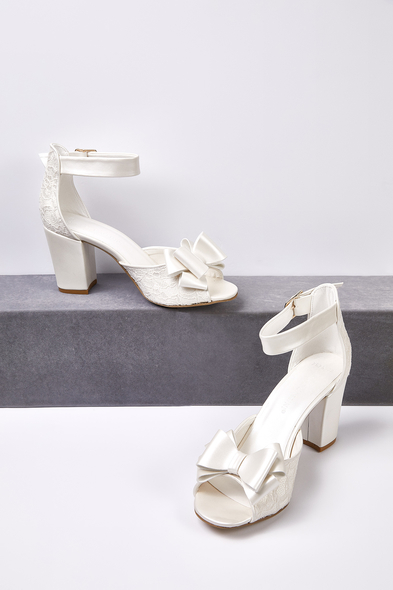 OLEG CASSINI TR - Kırık Beyaz Fiyonk Detaylı Dolgu Topuklu Gelin Ayakkabısı