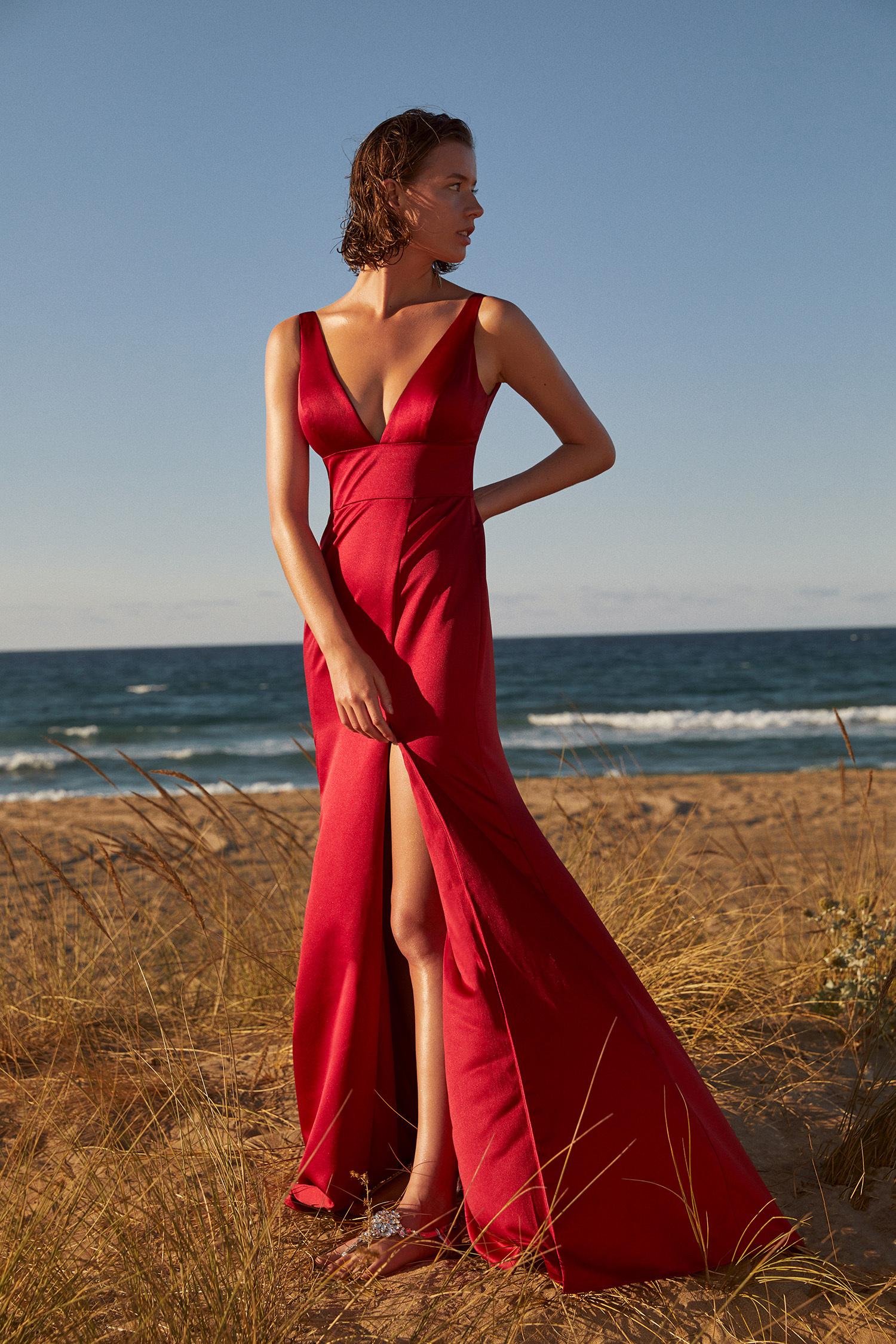 Kırmızı Askılı V Yaka Yırtmaçlı Saten Abiye Elbise - Thumbnail