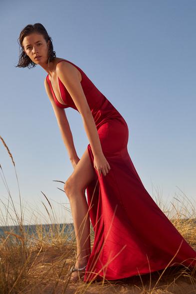Oleg by Oleg Cassini - Kırmızı Askılı V Yaka Yırtmaçlı Saten Abiye Elbise (1)