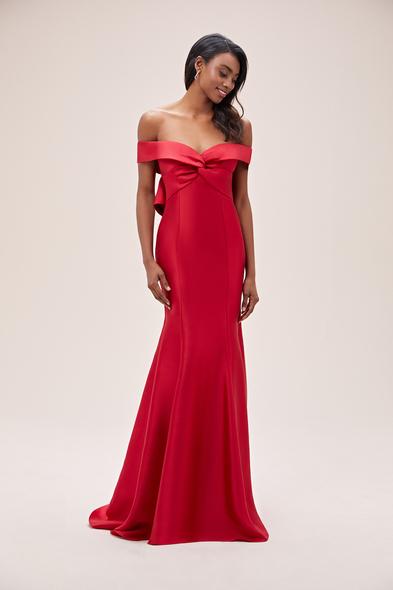 Viola Chan - Kırmızı Kayık Yaka Fiyonklu Saten Uzun Abiye Elbise (1)