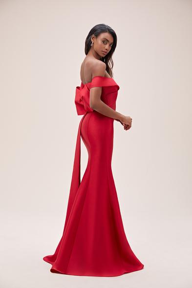 Viola Chan - Kırmızı Kayık Yaka Fiyonklu Saten Uzun Abiye Elbise