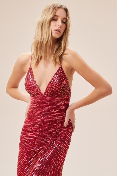 Viola Chan - Kırmızı Payet İşlemeli İnce Askılı Yırtmaçlı Uzun Elbise