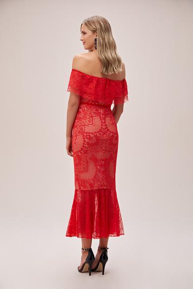 Viola Chan - Kırmızı Straplez Dantel İşlemeli Güpürlü Midi Abiye Elbise (1)