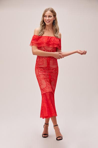 Viola Chan - Kırmızı Straplez Dantel İşlemeli Güpürlü Midi Abiye Elbise
