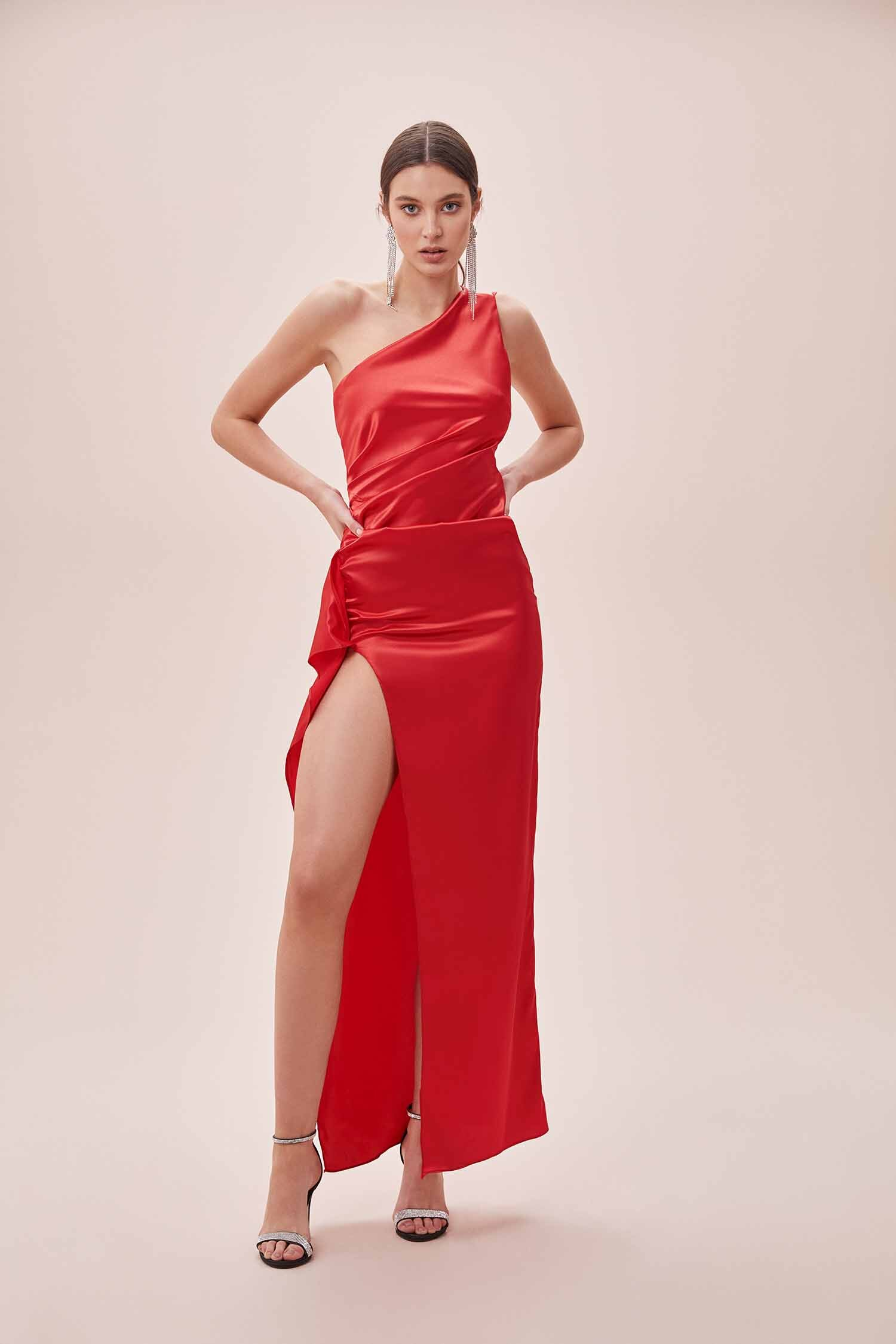 Kırmızı Tek Omuz Derin Yırtmaçlı Saten Elbise - Thumbnail
