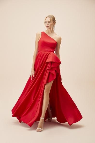 Viola Chan - Kırmızı Tek Omuz Yırtmaçlı Saten Elbise