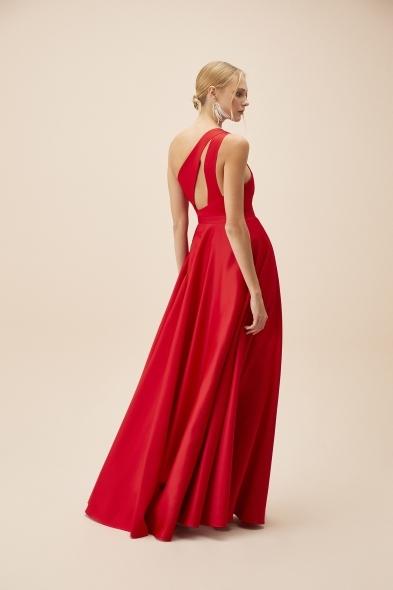 Viola Chan - Kırmızı Tek Omuz Yırtmaçlı Saten Elbise (1)