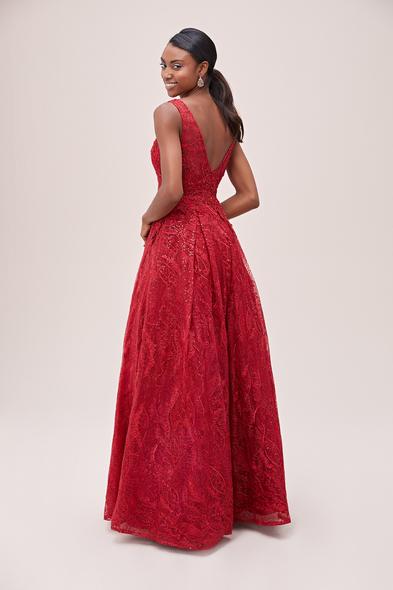 Viola Chan - Koyu Kırmızı Kalın Askılı V Yaka İşlemeli Uzun Elbise (1)