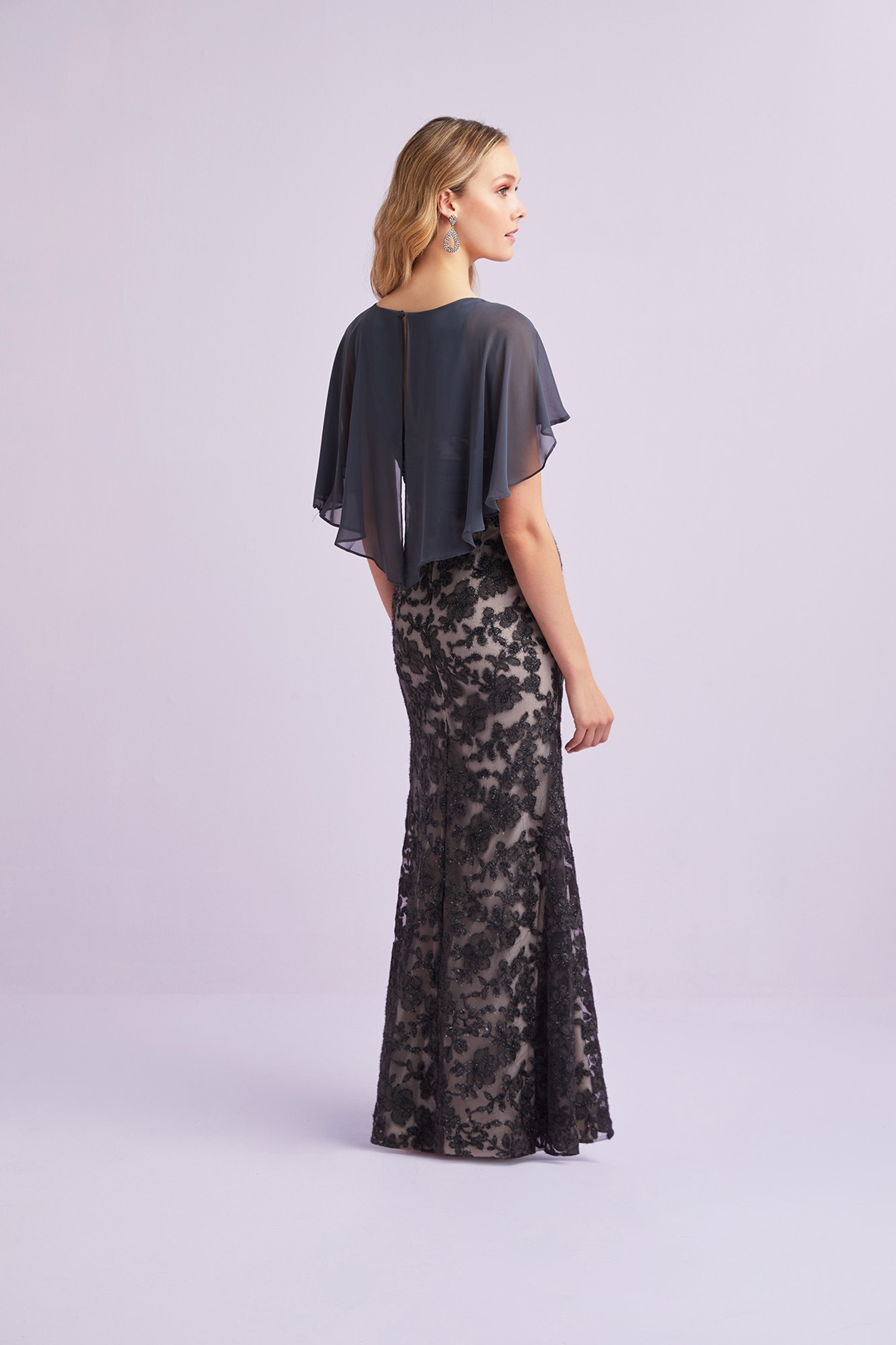 Kurşun Rengi Pelerin Detaylı Dantel Detaylı Şifon Elbise - Thumbnail