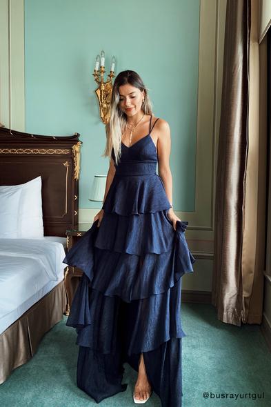 Viola Chan - Lacivert Sırtı İpli Şifon Kat Kat Uzun Abiye Elbise