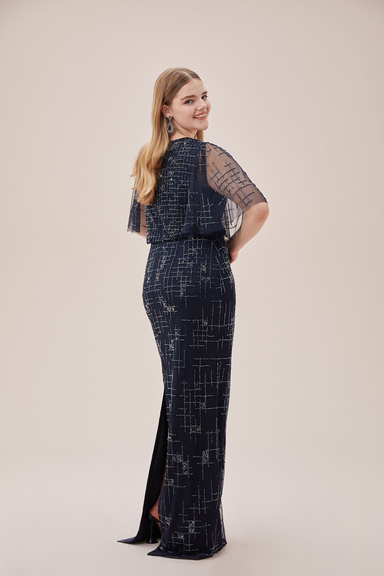 Lacivert Payet İşlemeli Tül Kısa Kollu Uzun Büyük Beden Abiye Elbise - Thumbnail