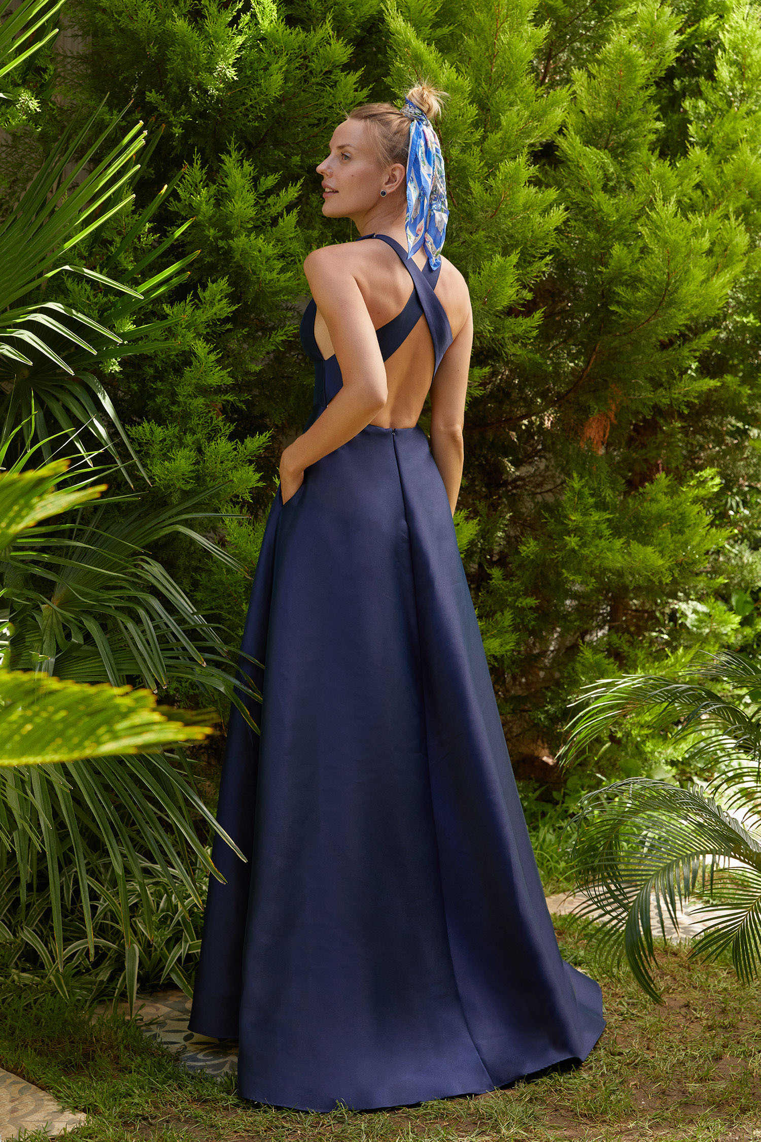 Gece Mavisi V Yaka Sırt Dekolteli Yırtmaçlı Uzun Abiye Elbise - Thumbnail