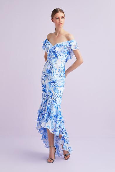 Viola Chan - Mavi Çiçek Desenli Kayık Yaka Önü Kısa Arkası Uzun Şifon Elbise
