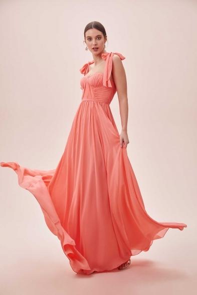 Viola Chan - Mercan Rengi Fiyonk Askılı Drapeli Uzun Elbise (1)
