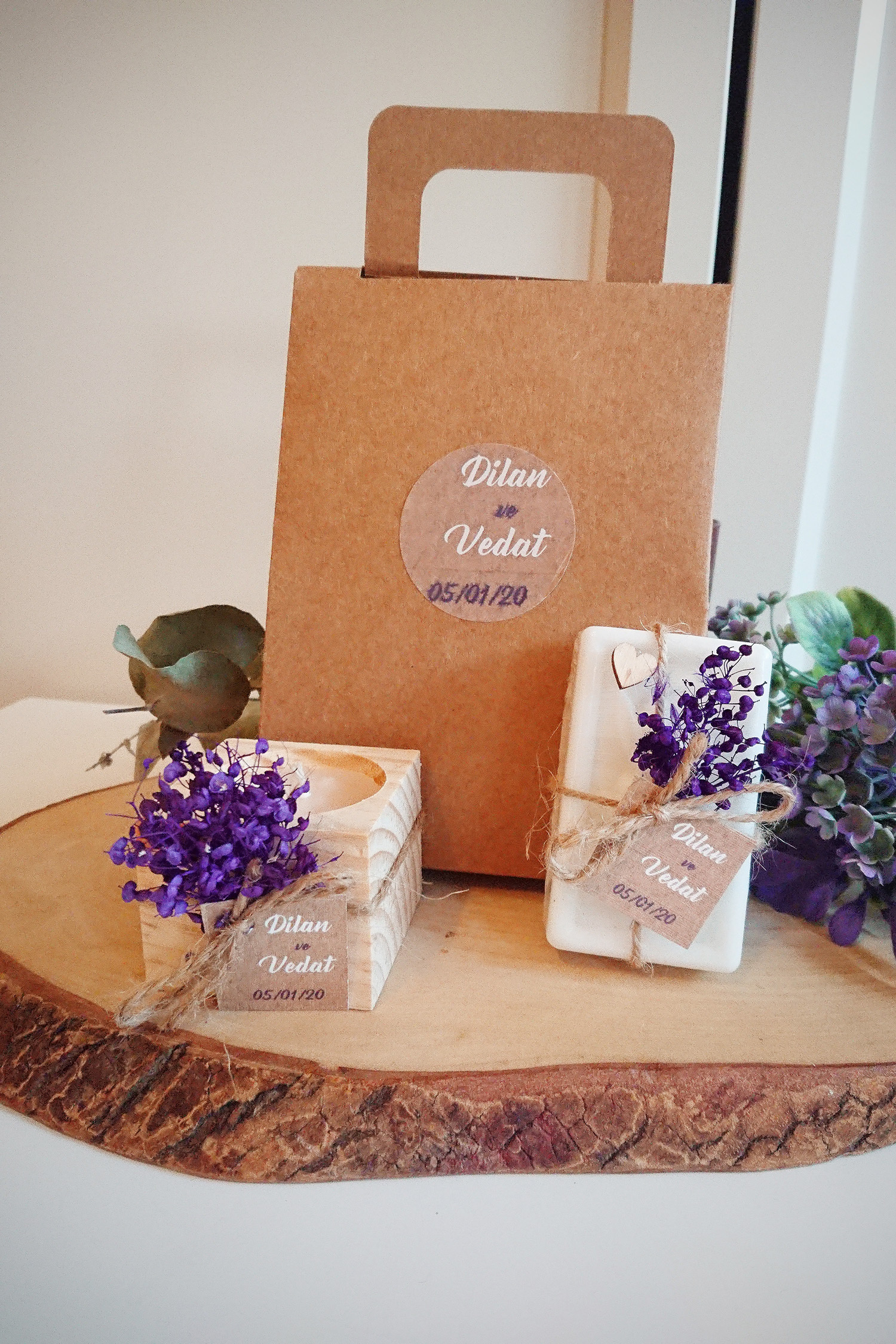 Mor Çiçekli Mum & Sabun Kutu Çanta Set