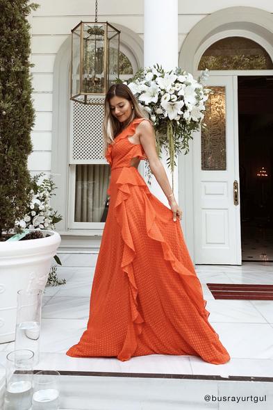 Viola Chan - Nar Kırmızısı Askılı Sırt Dekolteli Fırfırlı Şifon Abiye Elbise (1)