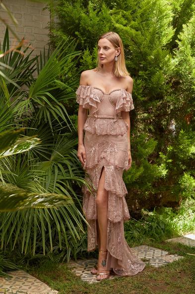 Alfa Beta - Pembe Dantel İşlemeli Düşük Omuzlu Yırtmaçlı Uzun Büyük Beden Elbise