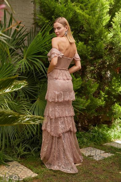Alfa Beta - Pembe Dantel İşlemeli Düşük Omuzlu Yırtmaçlı Uzun Büyük Beden Elbise (1)