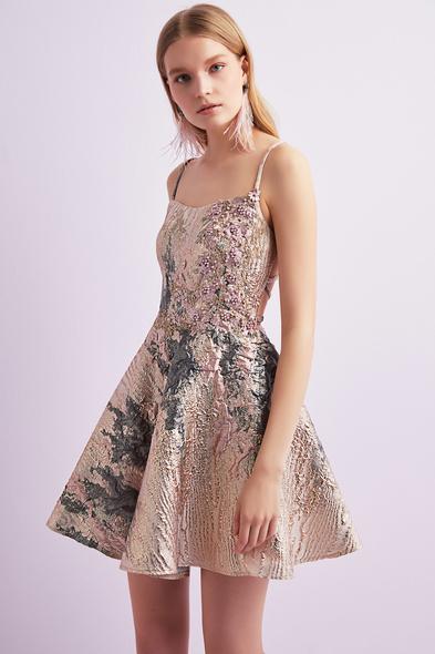 Alfa Beta - Pembe İnce Askılı Brokar Kumaş Kısa Elbise