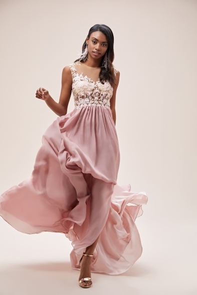 Viola Chan - Pembe Kolsuz Dantel İşlemeli Şifon Etekli Uzun Elbise