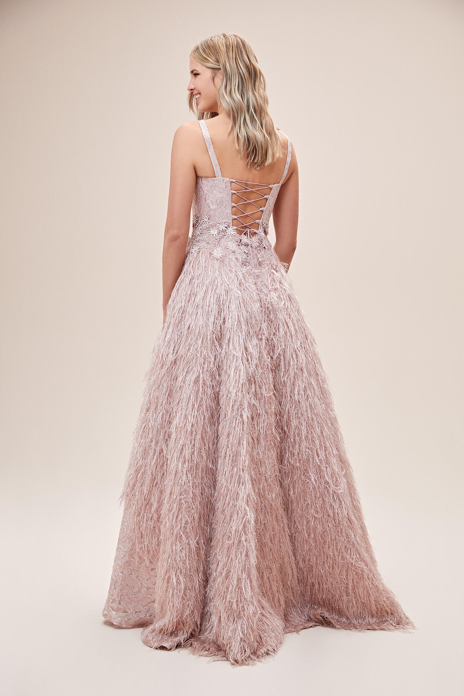 Pudra Rengi Askılı Tüylü Uzun Abiye Elbise - Thumbnail