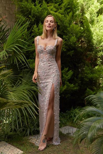 Alfa Beta - Pudra Rengi Dantel Çiçek Aplikeli Yırtmaçlı Uzun Elbise (1)
