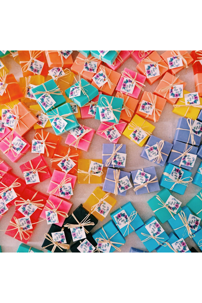 Renkli Sabunlar - Oleg Cassini
