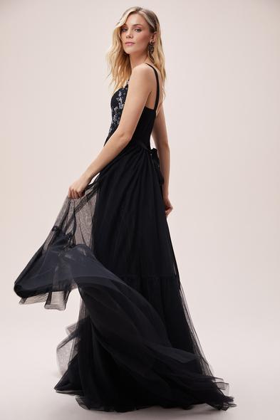 Viola Chan - Siyah Öpücük Yaka Askılı Drapeli Tül Uzun Abiye