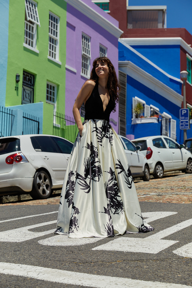 Viola Chan - Siyah Beyaz Derin V Yaka Saten Uzun Abiye Elbise